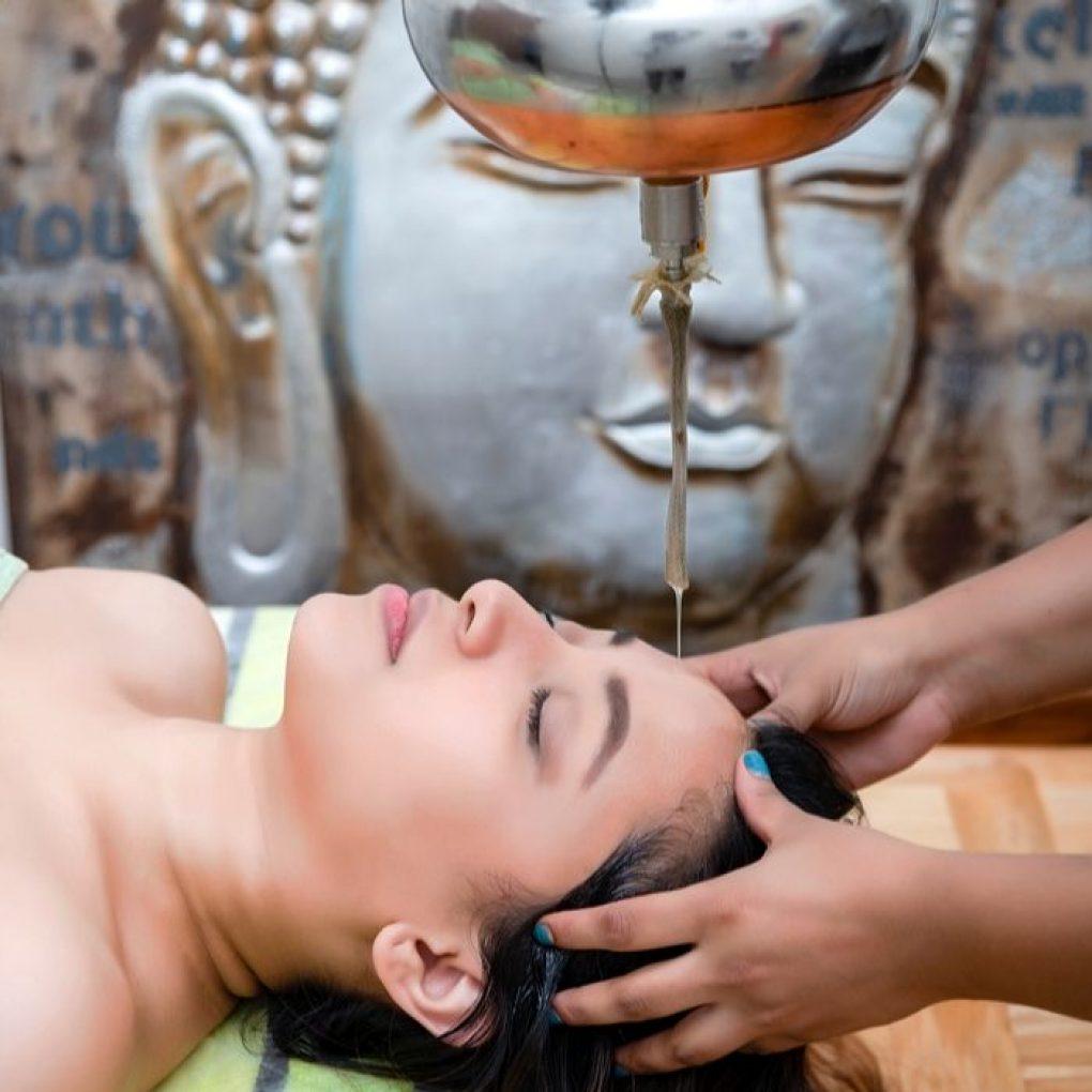 essential_oil_treatment_ayurveda_therapy_vedicsutra_noida